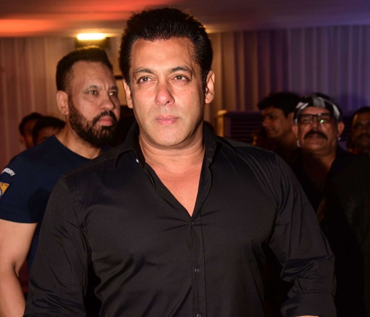 See Pics: Baba Siddique Iftaar party 2018- Salman Khan's 'Race 3' team and other Bollywood stars mark their presence
