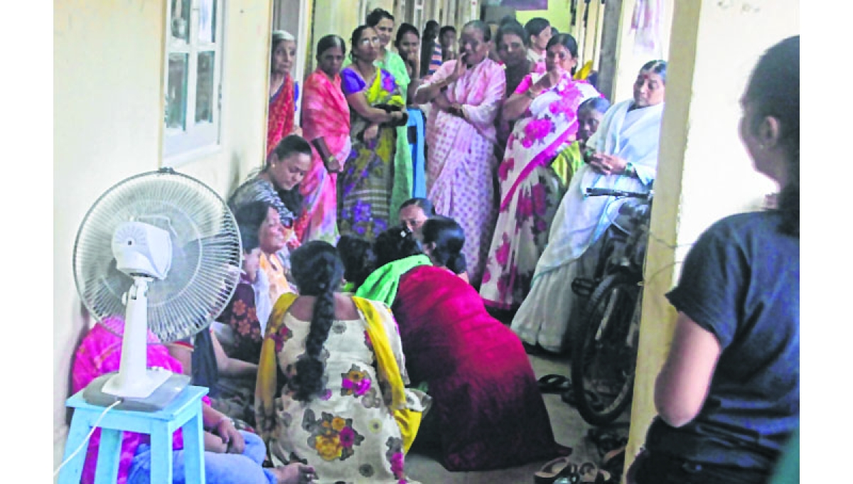 Husband, wife, two sons kill selves at Bandra govt colony