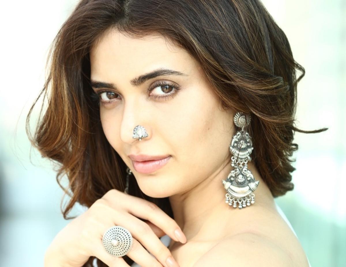 I want to play Madhuri Dixit: Karishma Tanna on Sanjay Dutt biopic-Sanju