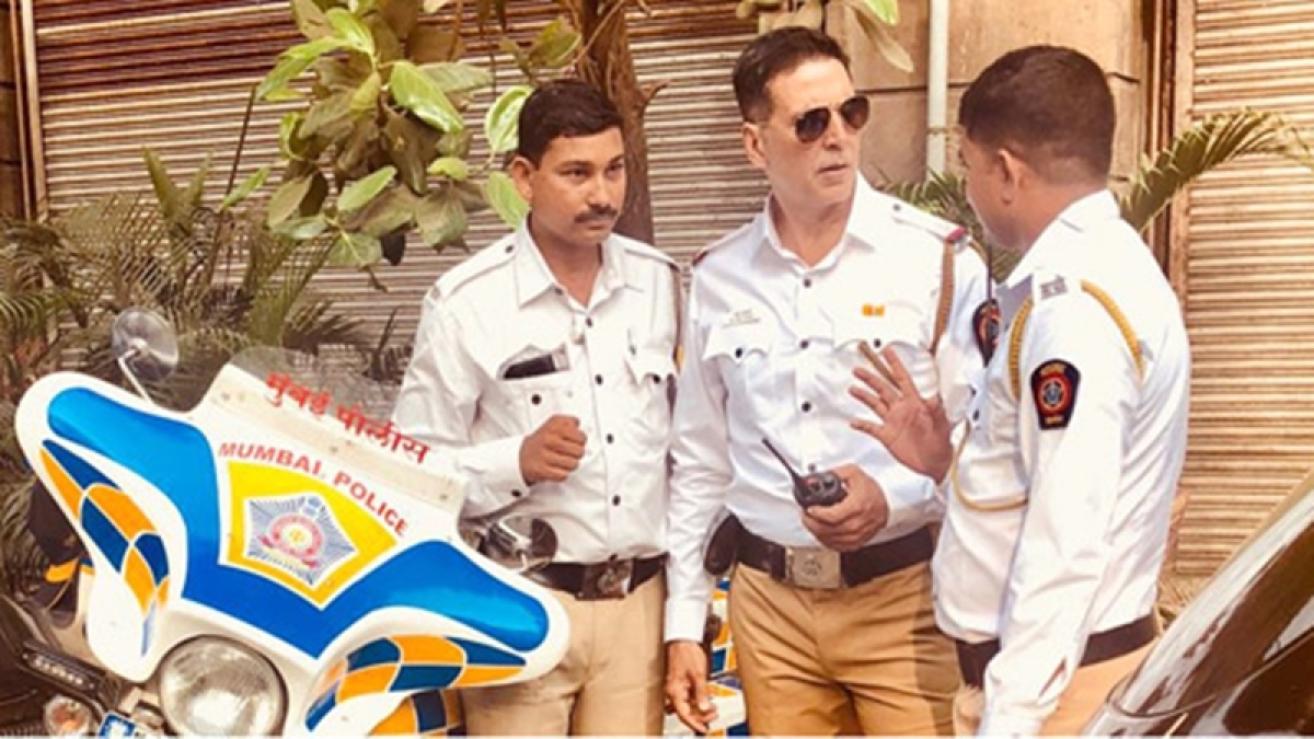 In Picture: Akshay Kumar turns 'traffic policeman' to promote government's road safety campaign