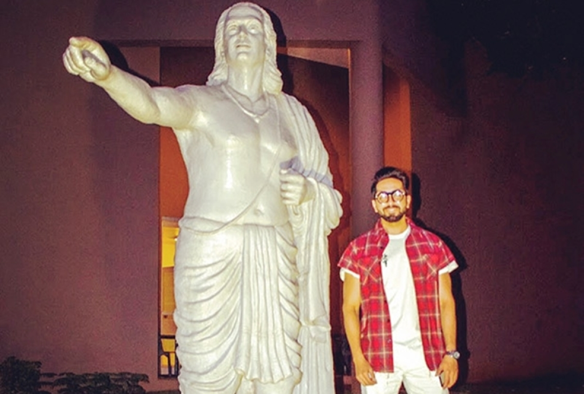Ayushmann Khurrana poses with the ONLY Aryabhatta statue in the world [See Pics]