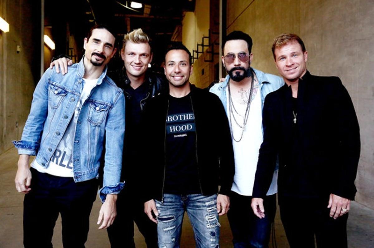 Backstreet Boys surprise fans in elevator