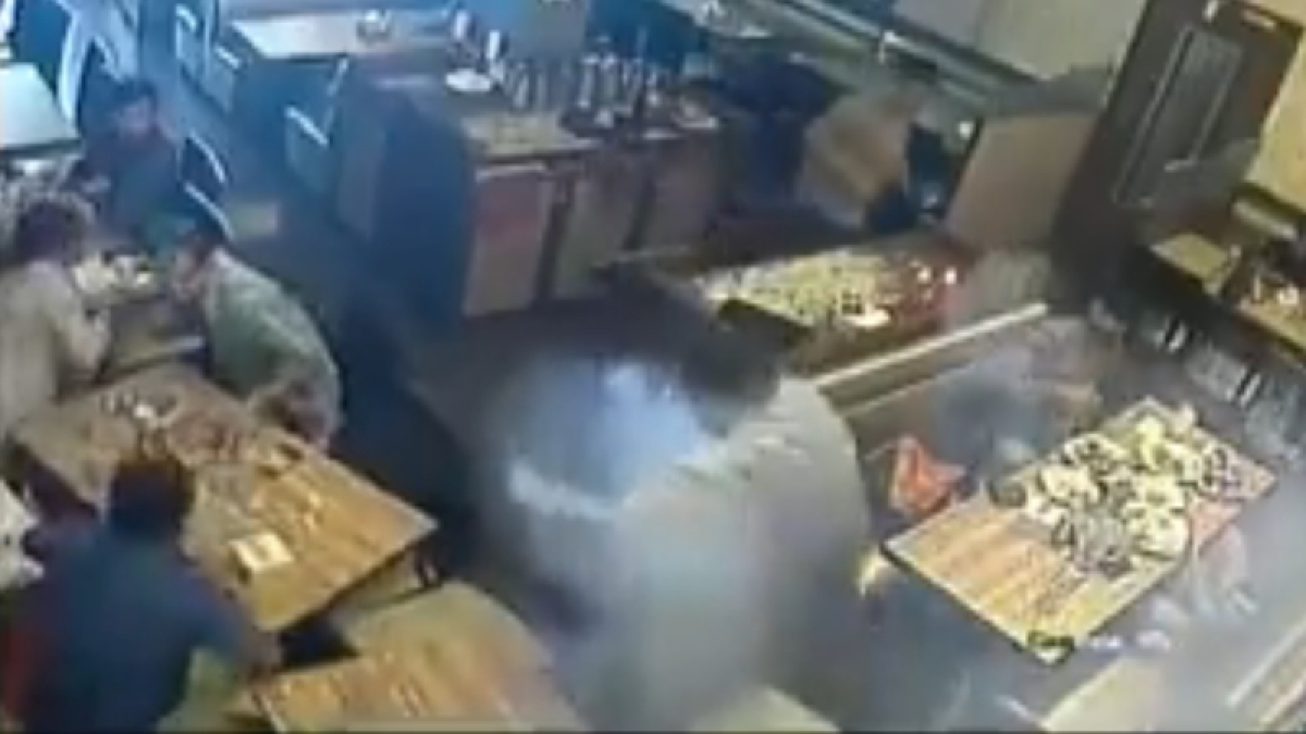 Mumbai: Mobile phone blasts in man's pocket in Bhandup, watch video