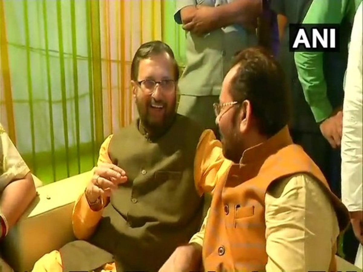 BJP leader Mukhtar Abbas Naqvi hosts Iftar party at his ministerial bungalow in Delhi