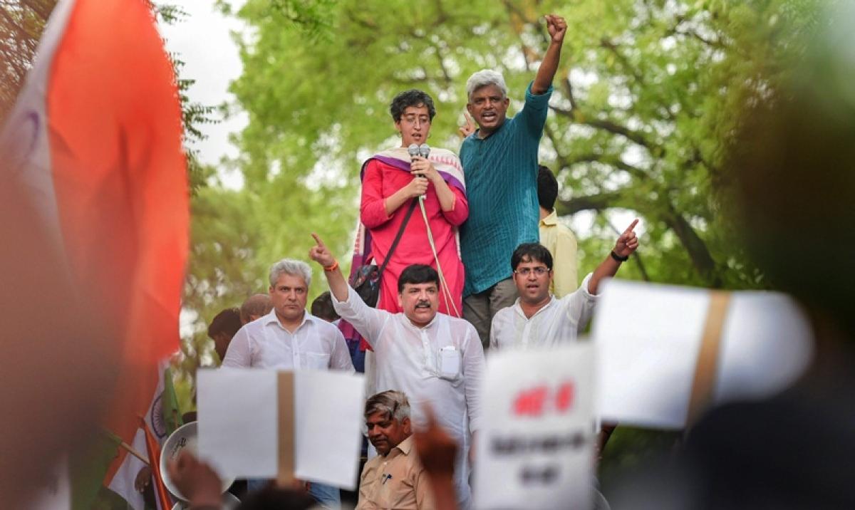 Delhi CM Arvind Kejriwal back to street smart politics