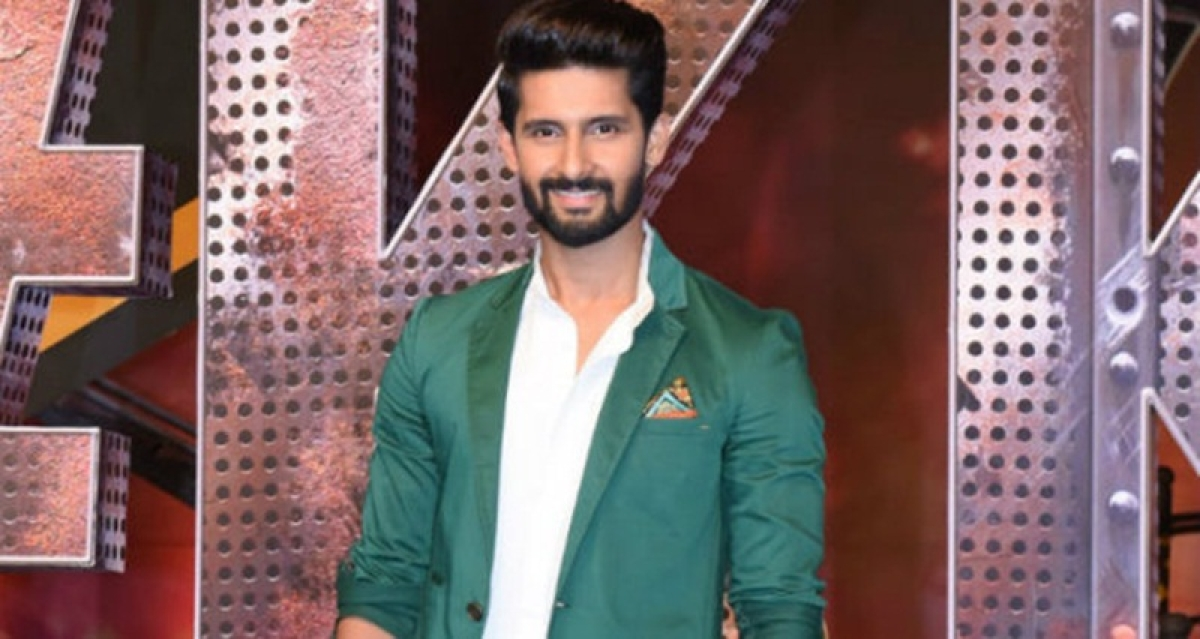 Amitabh Bachchan inspired me to be a host: Ravi Dubey