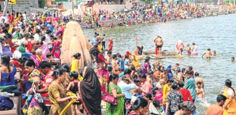 Ujjain: Sea of devotees at Kshipra on 'Amavasysa' of Purushottam month