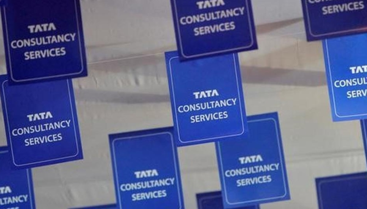 TCS slips 3% from day's high as Shapoorji Pallonji sells stake