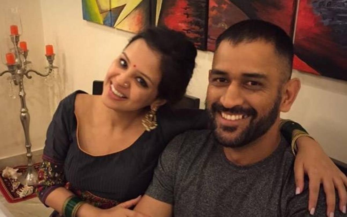 Mahenda Singh Dhoni's wife Sakshi feels unsafe; applies for gun license