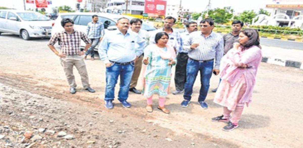 Ujjain: Mayor, municipal commissioner take stock of development work