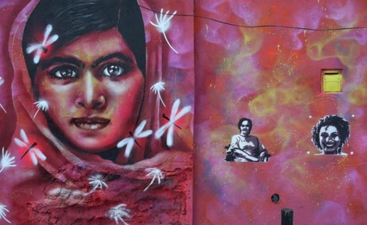 Malala Yousafzai paints portrait of slain Rio councilwoman Marielle Franco