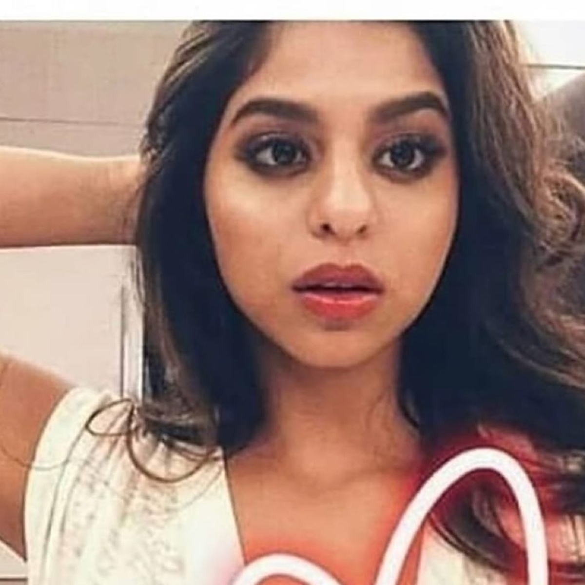 Suhana Khan is painting the town red with her bold look and luscious lips; see pic