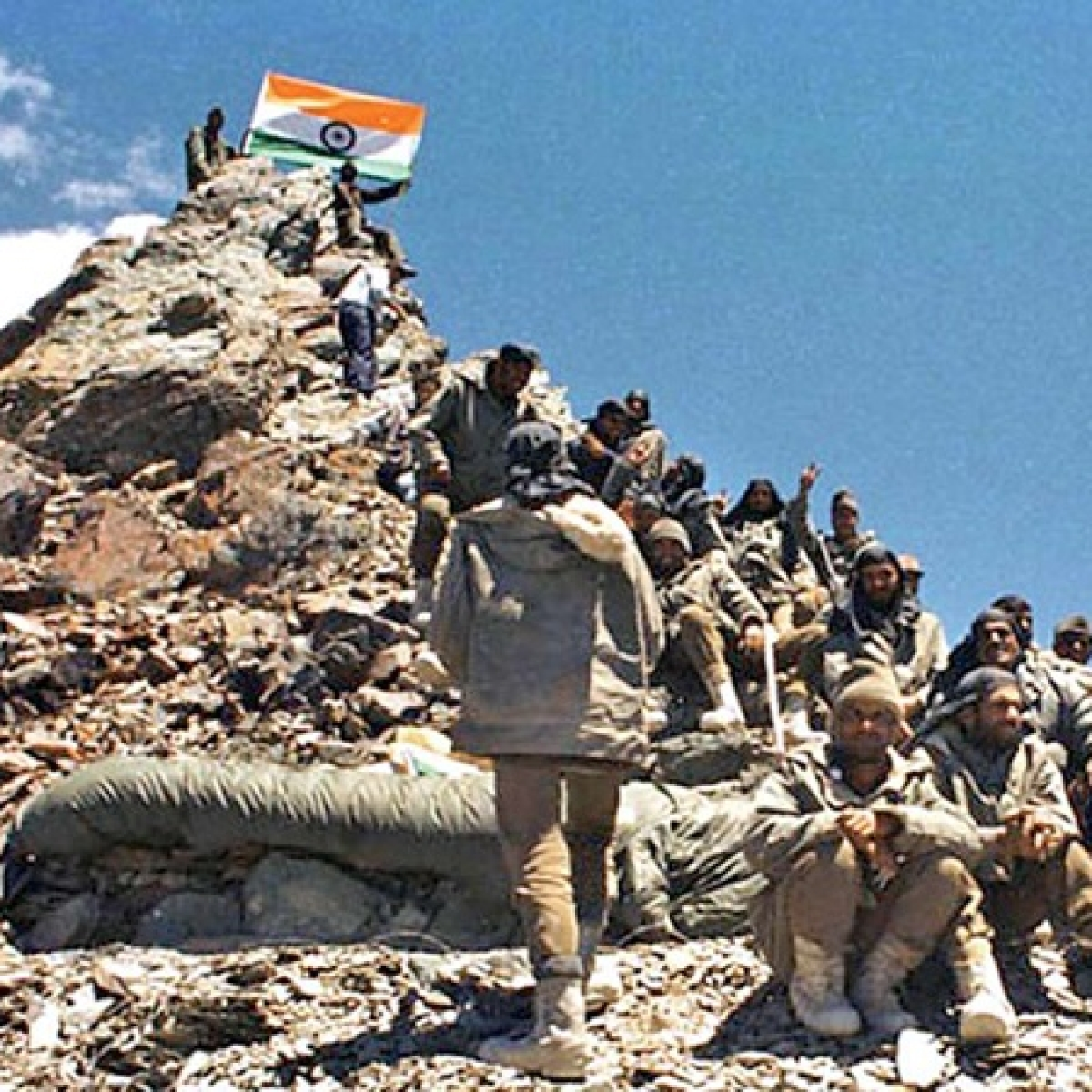 Bollywood celebs salute brave soldiers on occasion of 'Kargil Vijay Diwas'