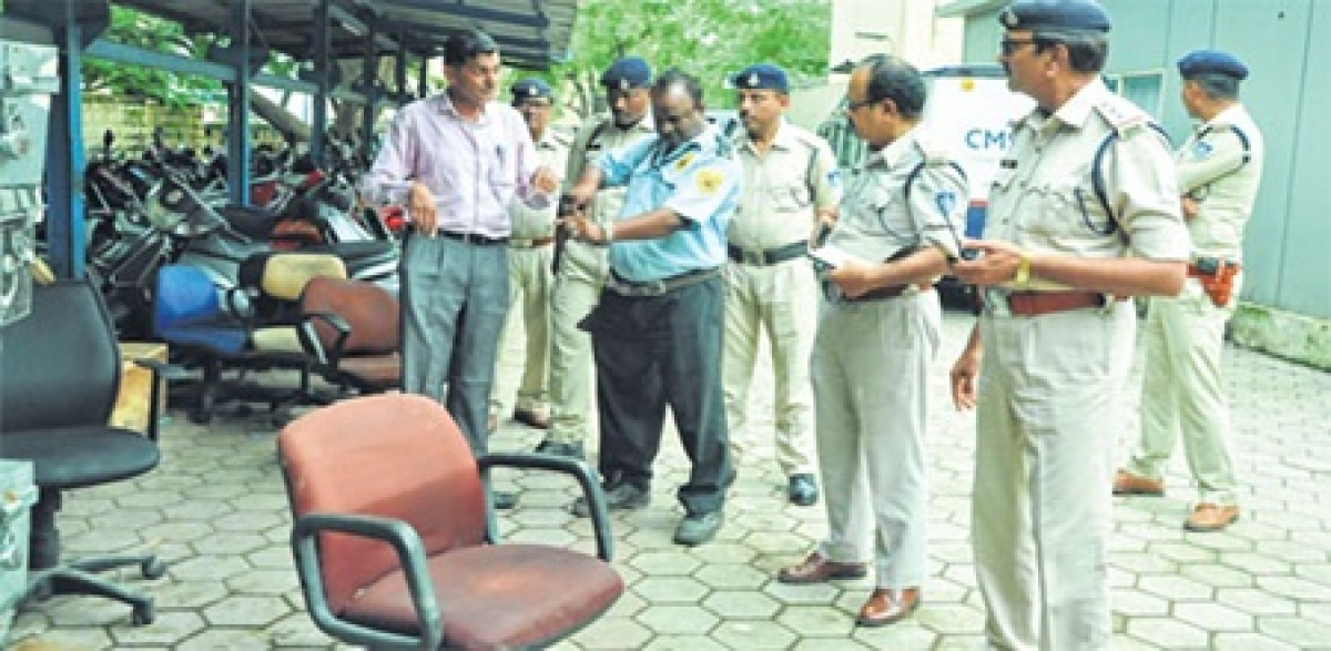 Indore: Chaos in bank; 2 injured as guard fires gun by mistake