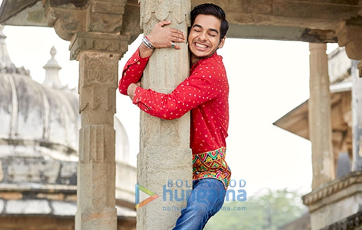 Did you know? Dhadak star Ishaan Khatter's red shirt in 'Pehli Baar' song was made out of four lehengas