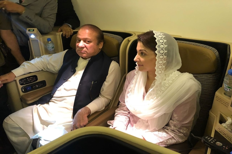 Former Pakistan Prime Minister Nawaz Sharif (L) and his daughter Maryam Nawaz