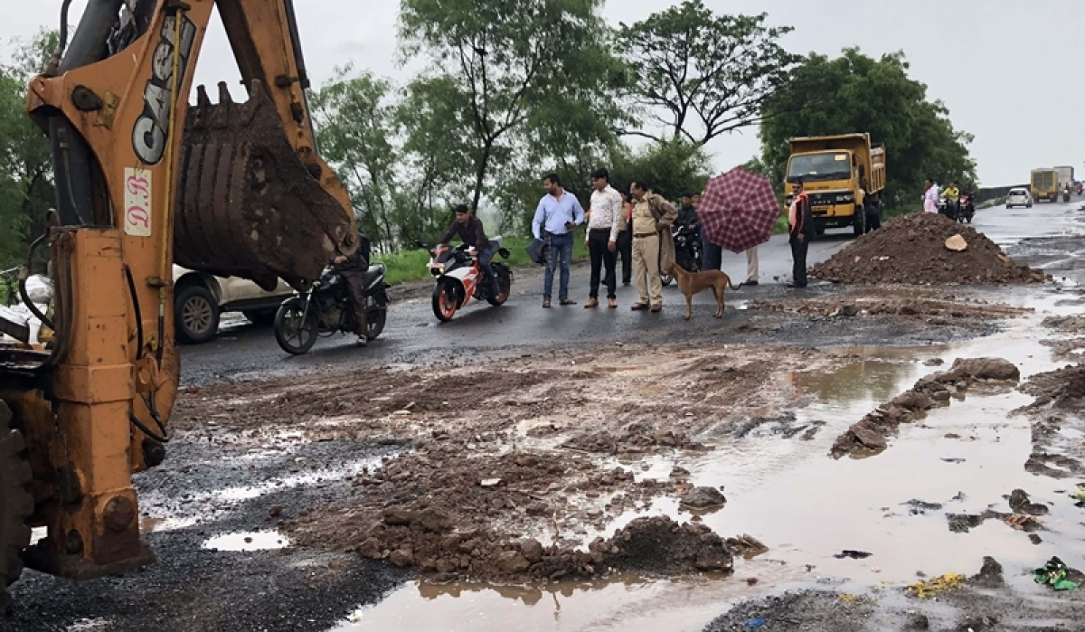 Mumbai: 26-year-old man crushed to death after bike hits pothole, fifth such accident in Kalyan