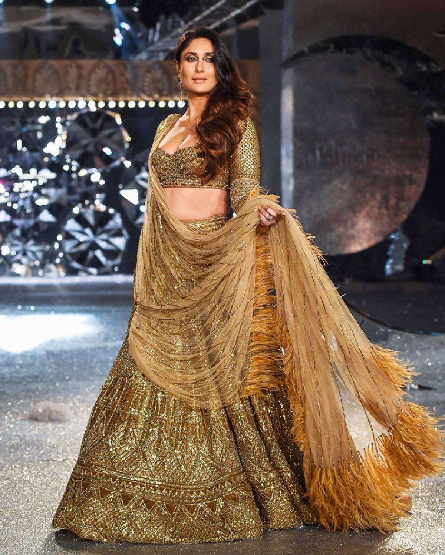 India Couture Fashion Week 2018: Kareena Kapoor Khan dazzles in golden lehenga