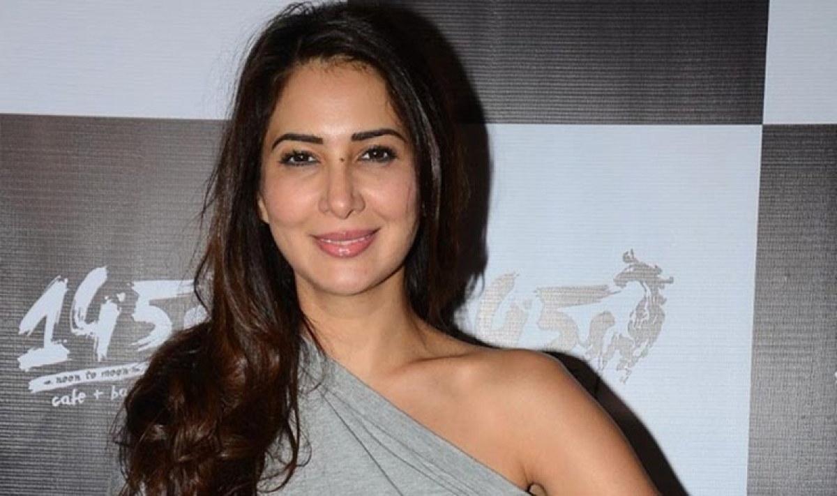 Mumbai: Kim Sharma's former house help registers assault complaint, actress denies charges