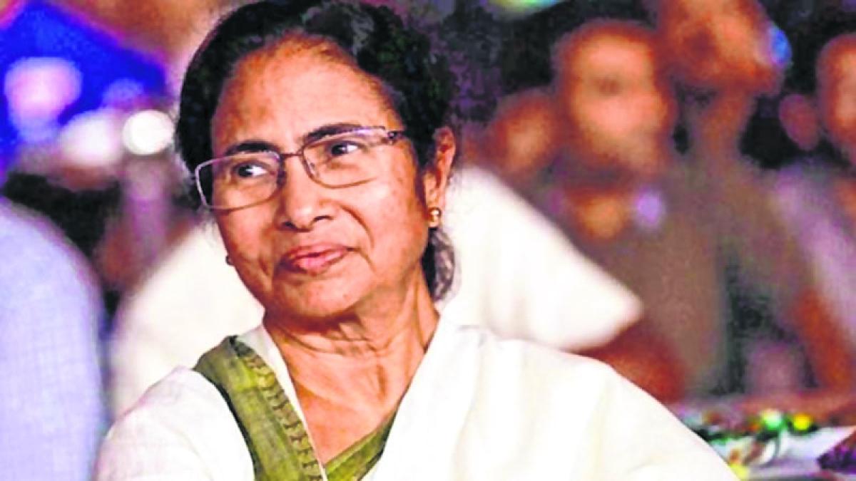 Mamata Banerjee backs K. Kanimozhi, says NaMo is harassing Opposition