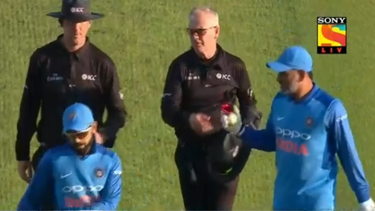India vs England 3rd ODI: MS Dhoni takes match ball from umpire after Leeds defeat, sparks retirement rumours