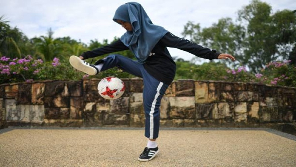 Amid FIFA World Cup fever, Malaysian girl gets worldwide attention for her freestyle football skills