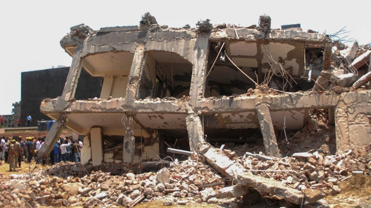 News Alert! Greater Noida Building collapse: One more body recovered, total 6 bodies recovered so far