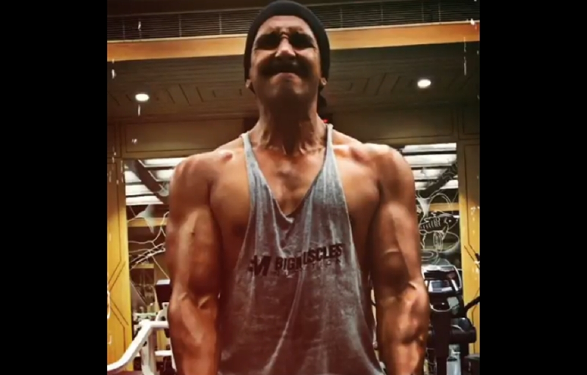See pic: Ranveer Singh's ripped physique for 'Simmba' will give you some major Monday motivation