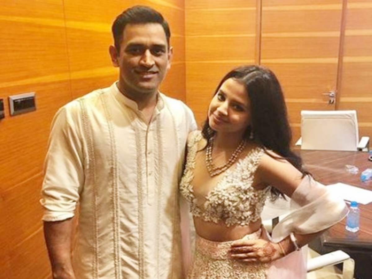 Troll Alert! MSD's wife Sakshi Dhoni gets trolled for wearing 'inappropriate' dress