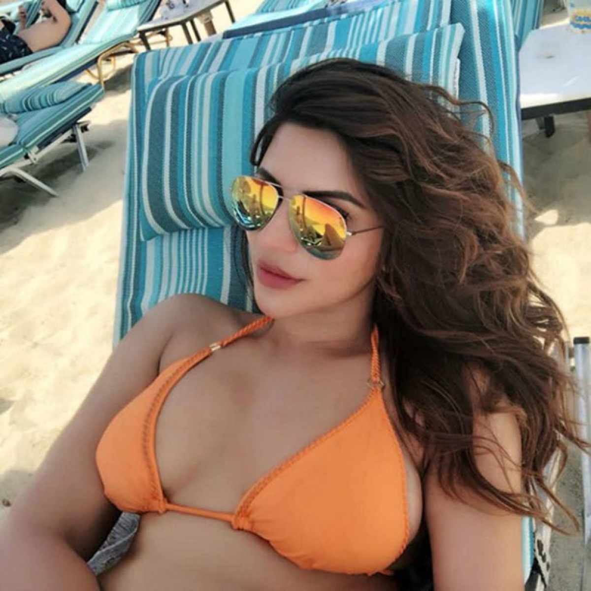 Oh-La-La! Shama Sikander again spreads hotness on the internet with her latest gorgeous bikini pics