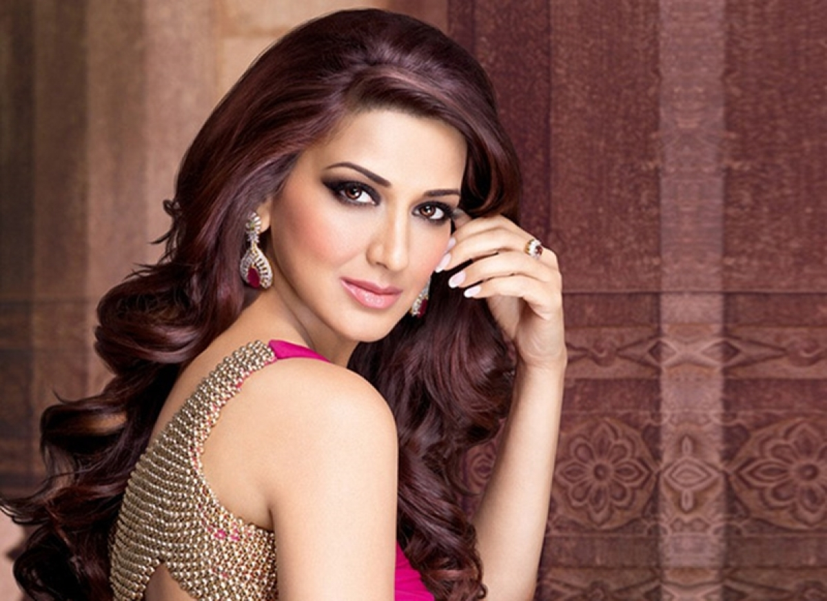 Sonali Bendre RESPONDS to heartfelt wishes from her industry friends; read tweets