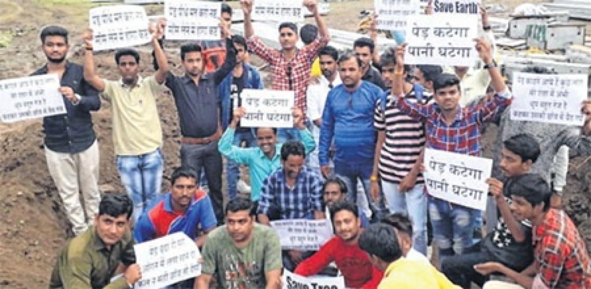 Ujjain: Youth Congress condemns cutting of tress for Jan-Ashirwad Yatra