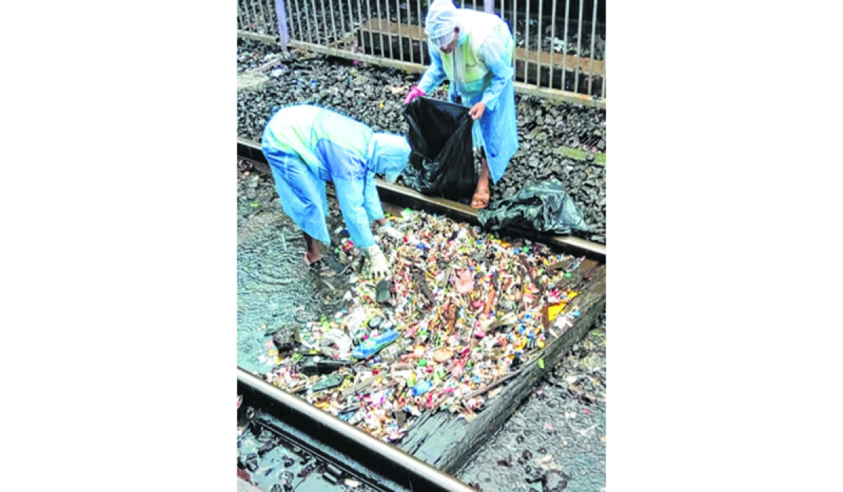 Swachta Rath: Special squad cleans muck from Central Railway stations