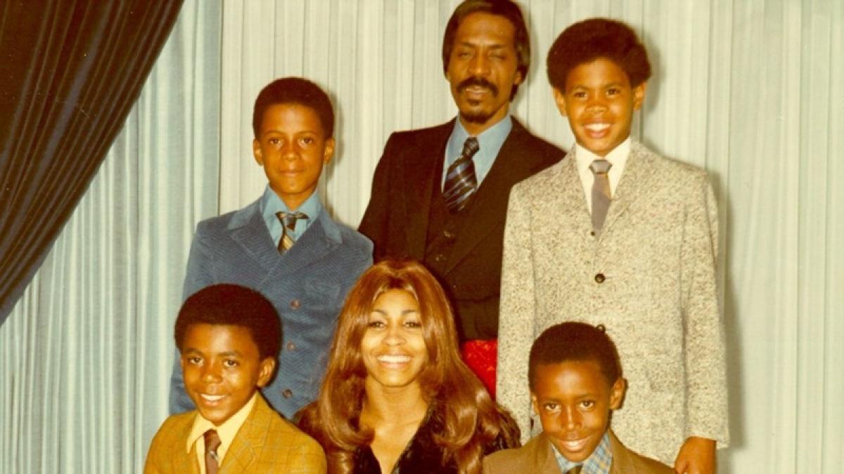 Singer Tina Turner's eldest son commits suicide