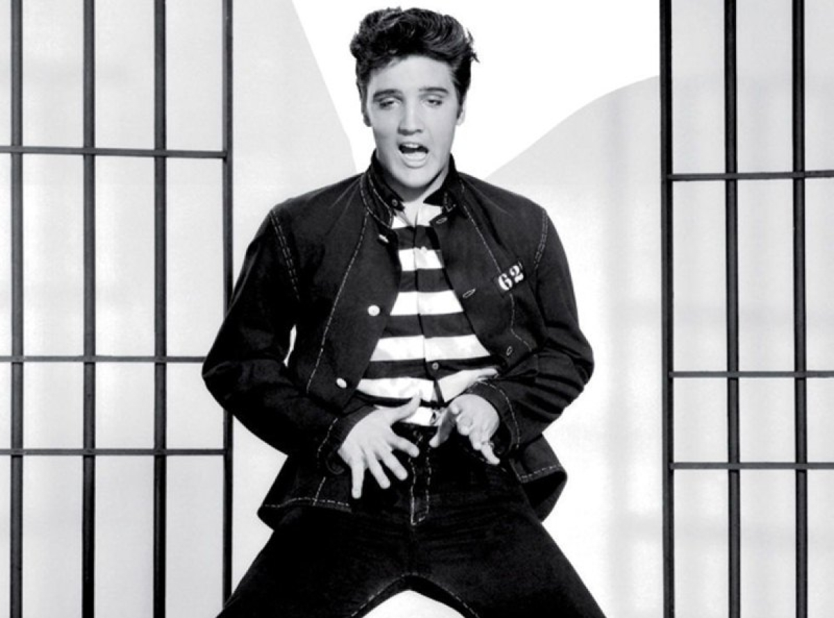 Elvis Presley! Long Live the King (and his stunning clothes!)