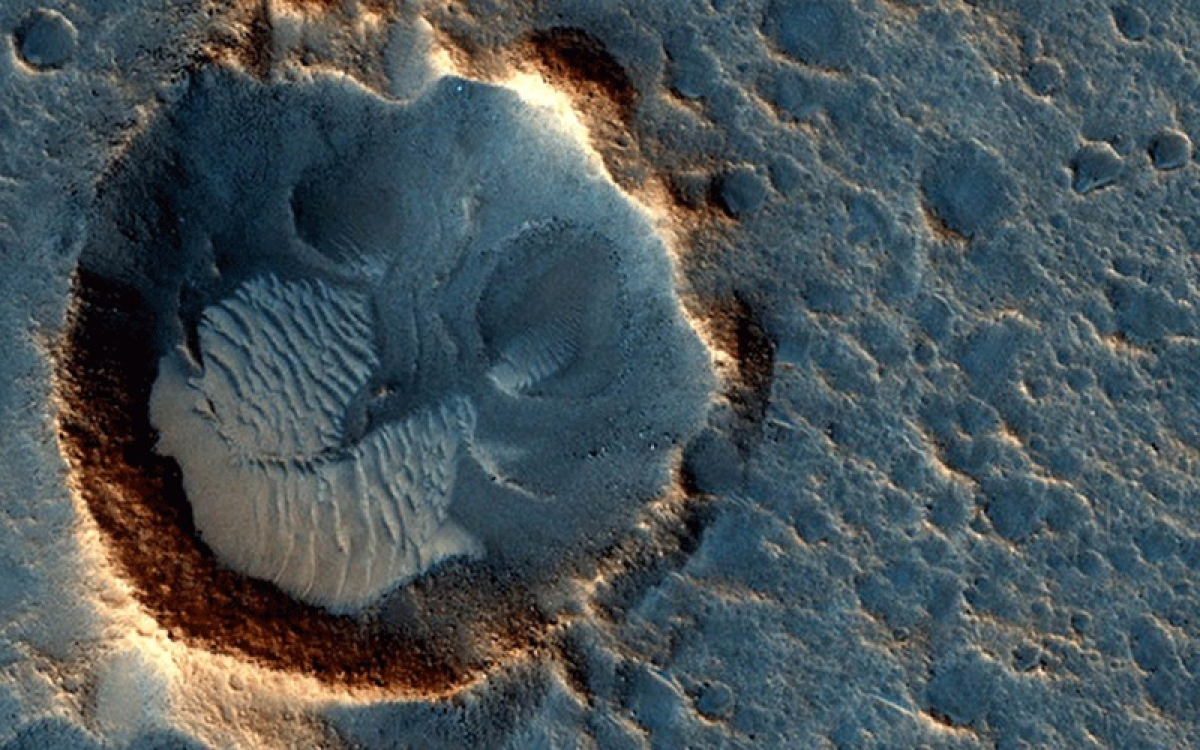 Scientists discover first-ever lake of liquid water on Mars