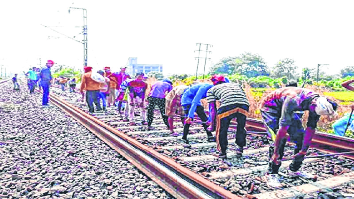 Mumbai Mega Block on Sunday, April 7; train services on Central, Harbour and Western lines to be affected