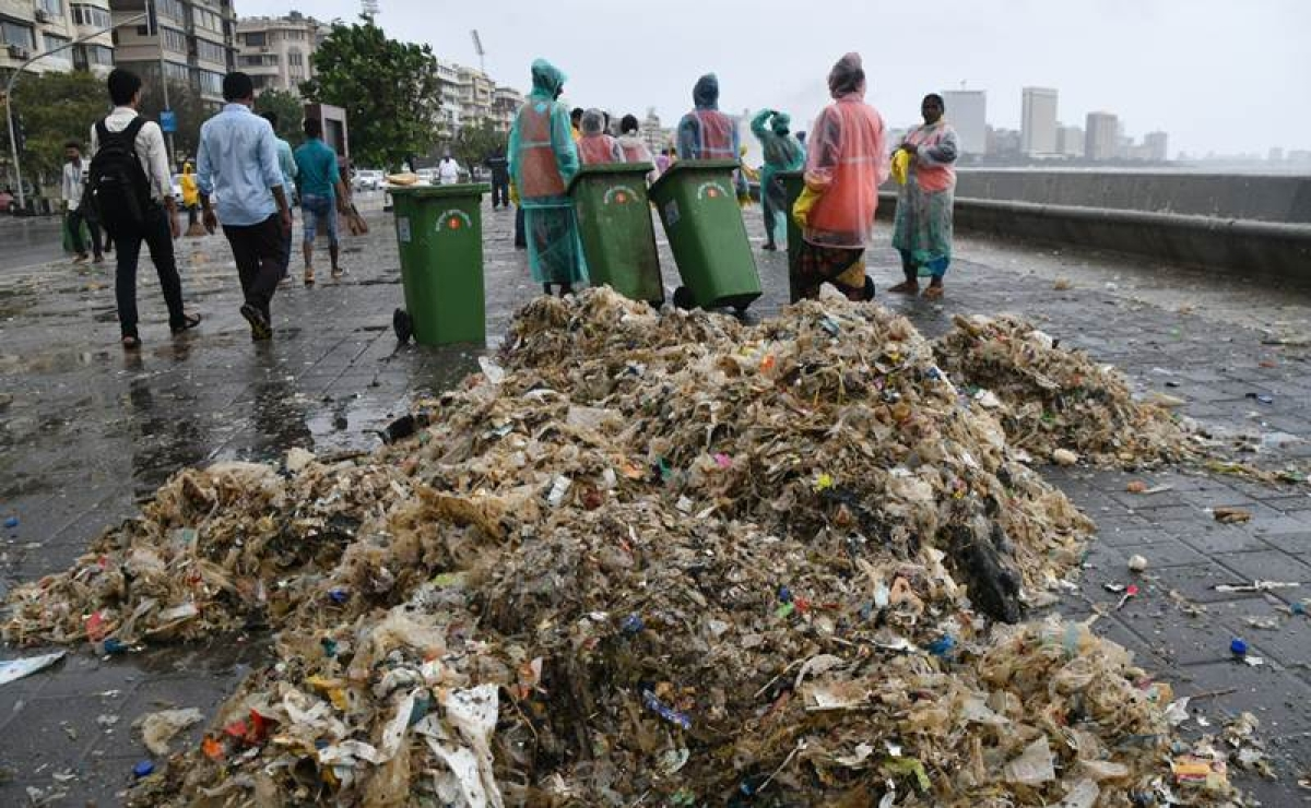 12,000 tonnes of debris spew by sea at Marine Drive promenade: Bombay High Court told