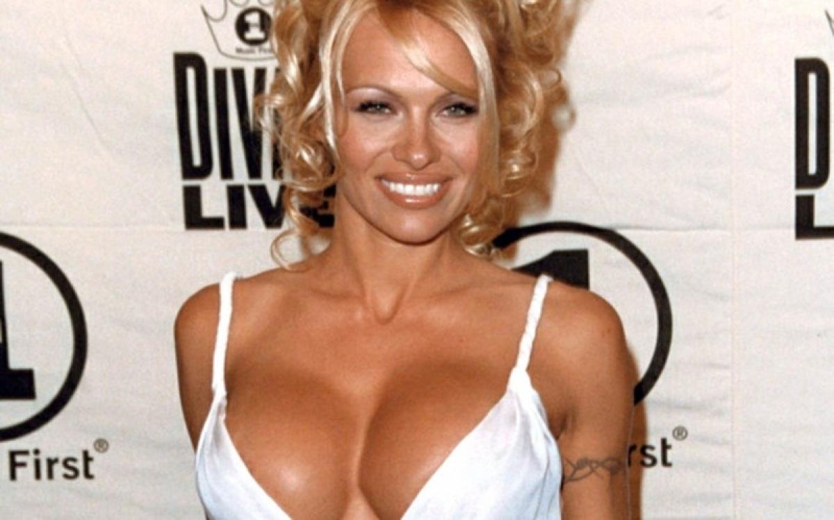 Breast is best: Pamela Anderson writes to UN