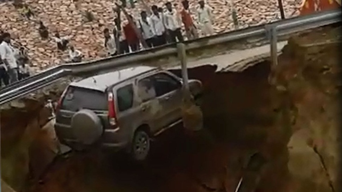 SUV plunges 15-20 ft deep after service road along Agra-Lucknow expressway caves in; probe ordered