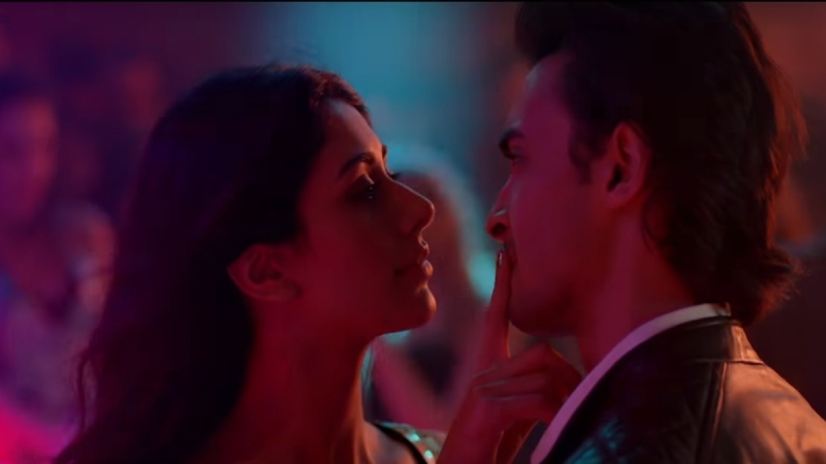'Loveratri' song Akh Lad Jaaye: Aayush Sharma and Warina Hussain turn up the heat in this sensuous Club number