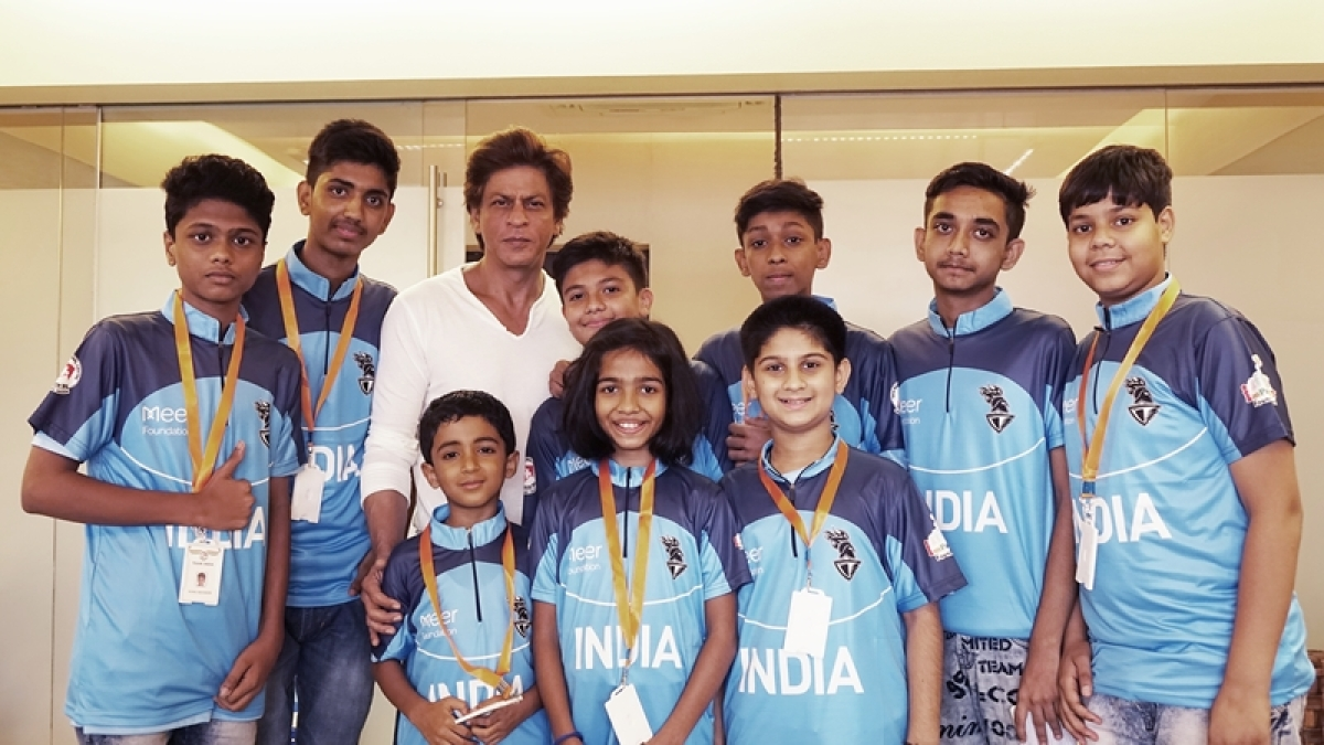 Shah Rukh Khan meets survivors of childhood cancer at Mannat before they leave for World Children's Winners games