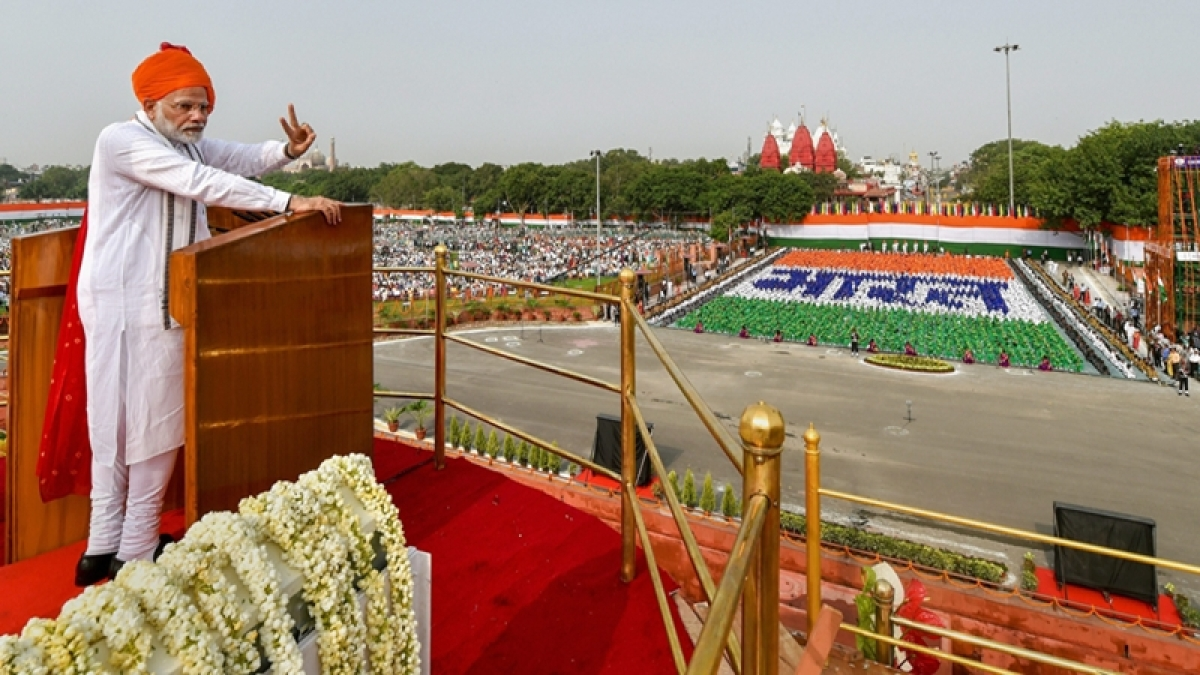 Independence Day 2018: Plastic bottles, trash scattered around on Red Fort grounds after PM Modi's address