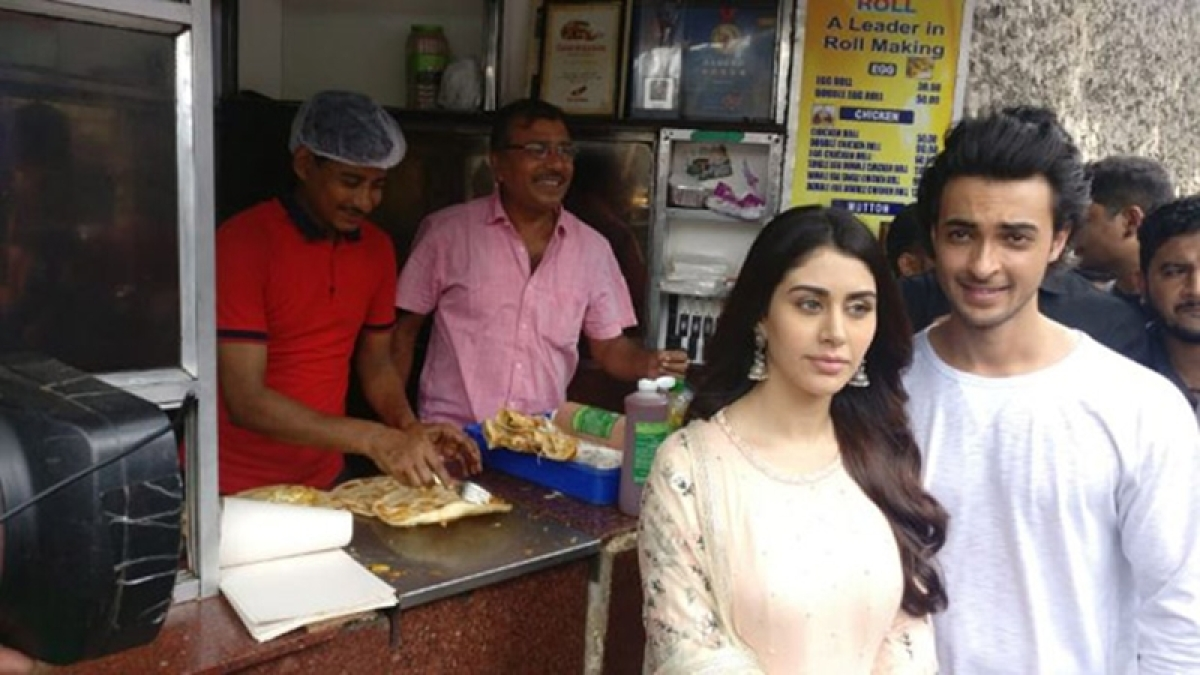 Loveratri: Aayush Sharma and Warina Hussain seek blessing at Kali Temple and enjoy street food in Kolkata