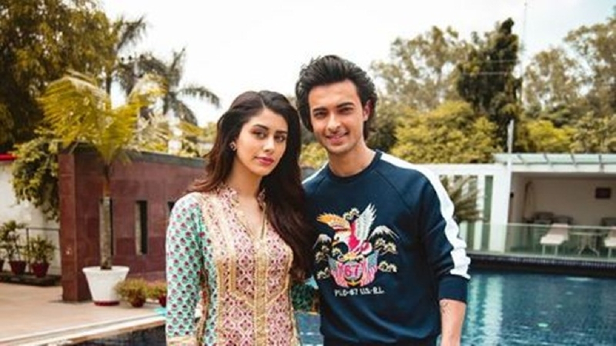 'Loveratri' stars Aayush Sharma and Warina Hussain enjoy 'dream dinner' with MS Dhoni