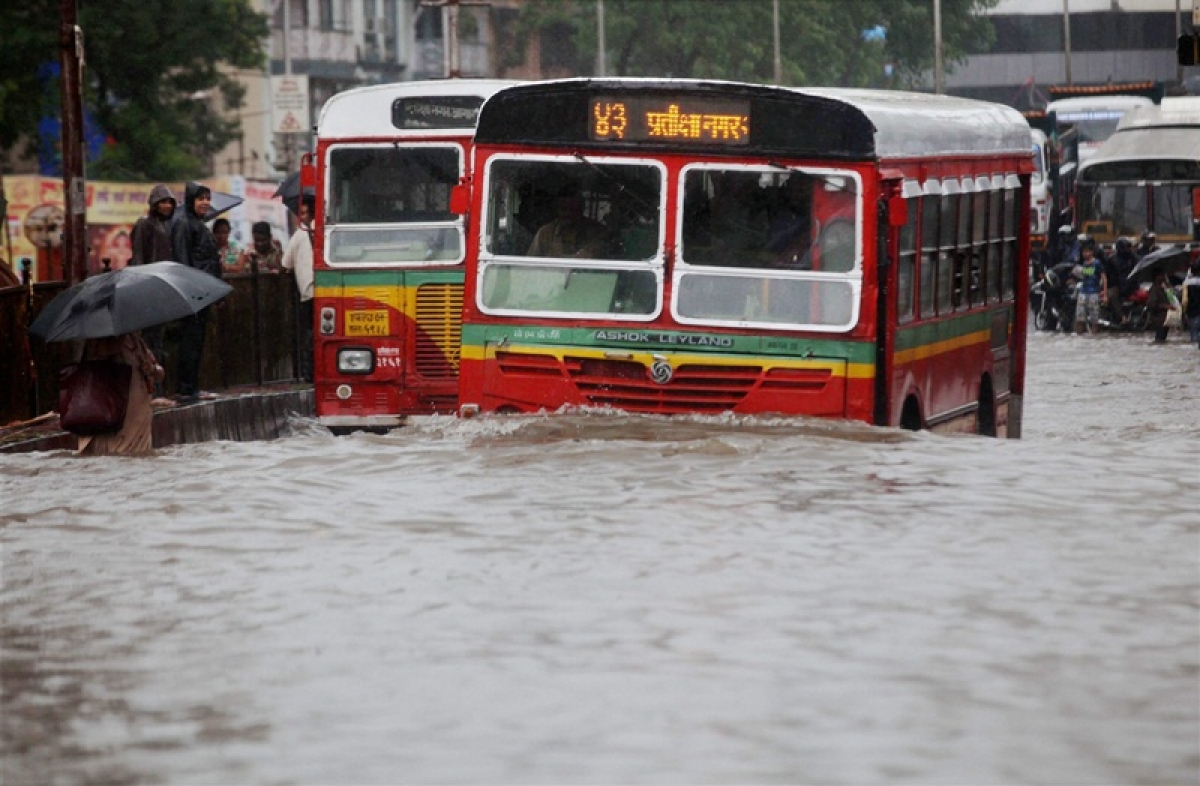 On This Day in History! August 29, 2017 – Mumbai comes to a standstill due to heavy rains