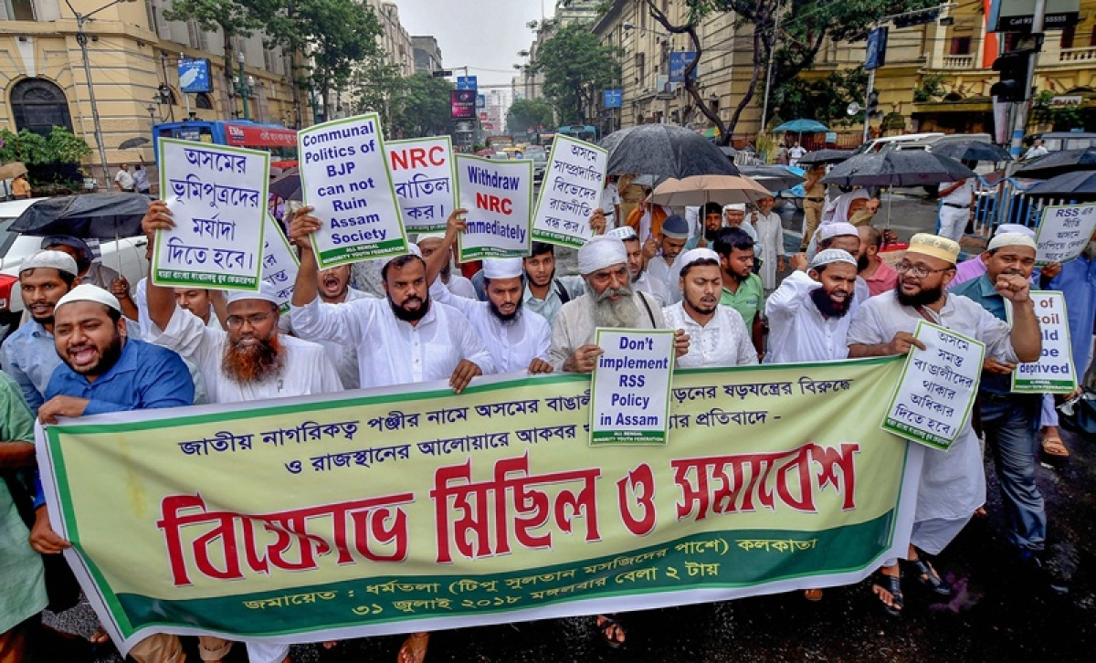 Kolkata: All Bengal Minority Youth Federation activists raise slogans during a protest against controversial Assam's National Register of Citizen (NRC) draft in front of Tipu Sultan mosque, in Kolkata on Tuesday, July 31, 2018. (PTI Photo/Swapan Mahapatra)(PTI7_31_2018_000112B)