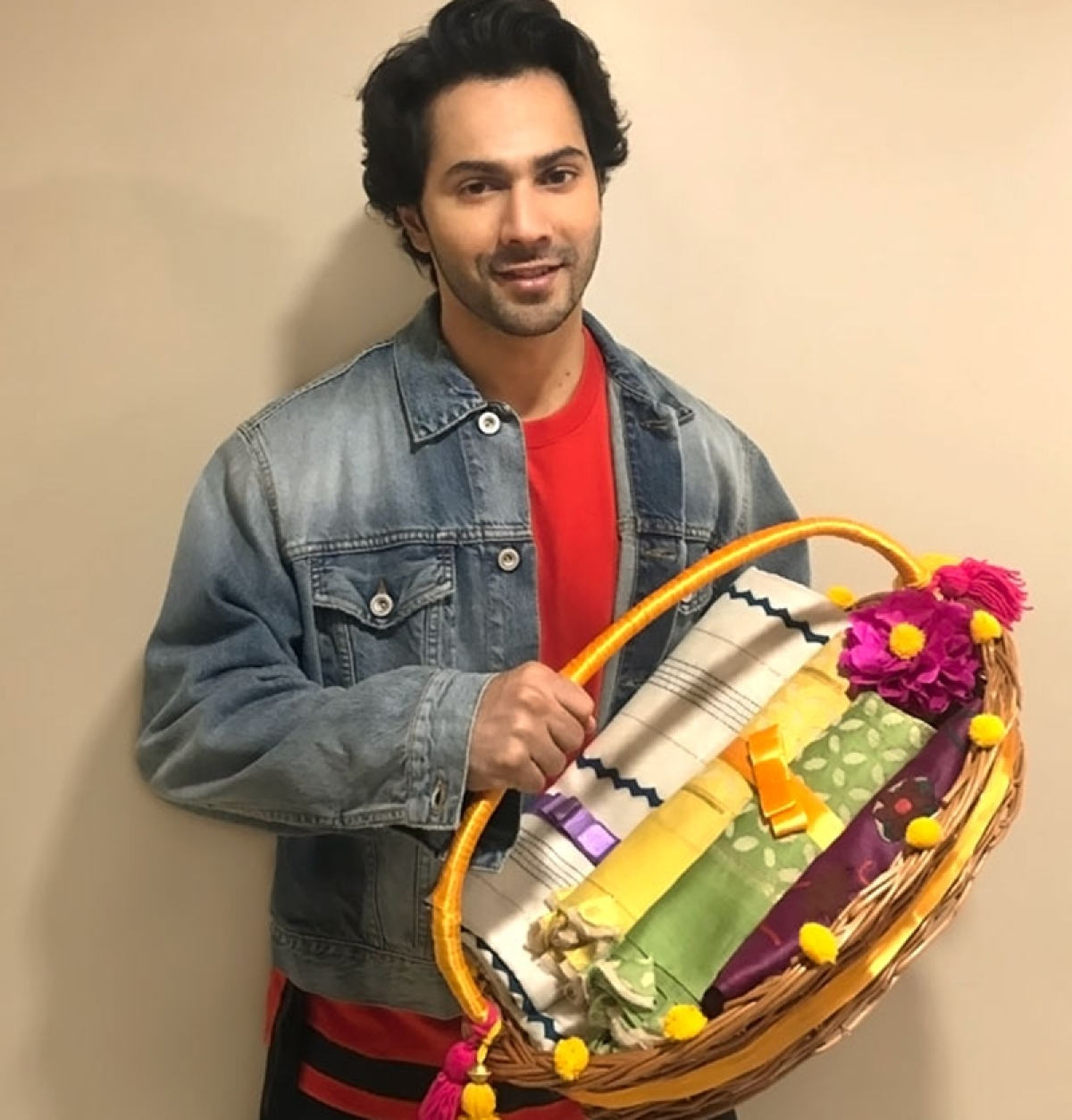 Raksha Bandhan 2018: Varun Dhawan to send 'Sui Dhaaga' inspired handmade hampers to sisters