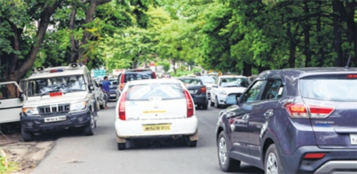 Indore: RTO action against illegal hooters, number plates