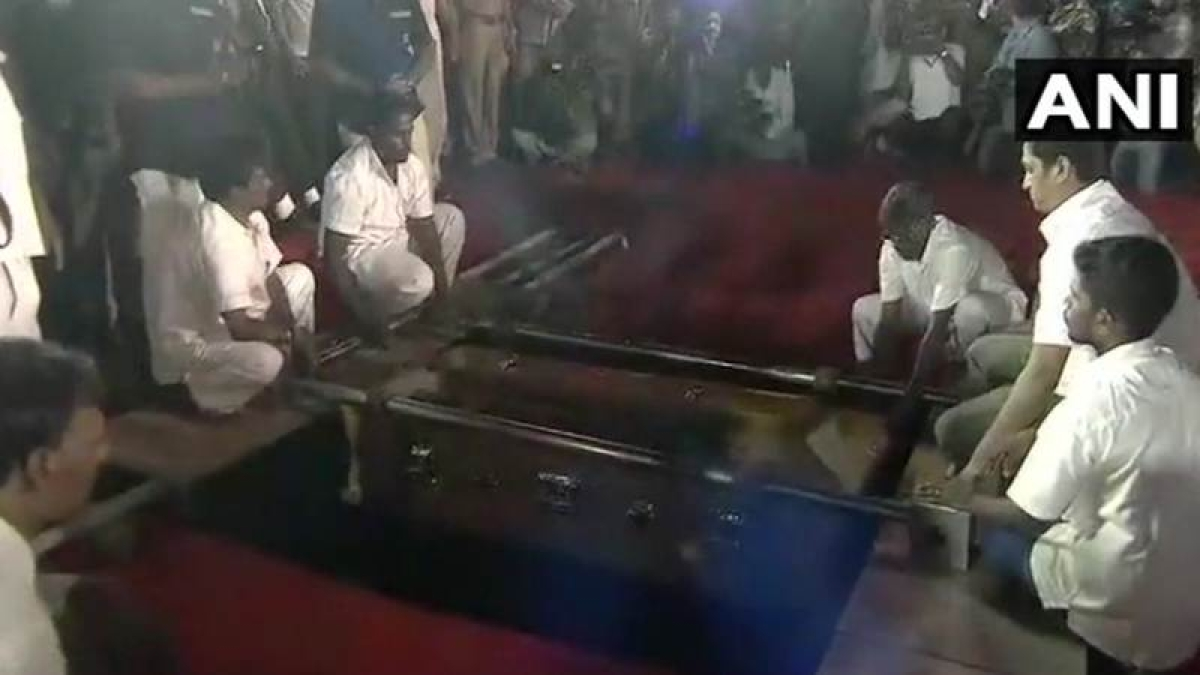 This is why DMK chief Karunanidhi despite being a Hindu is buried and not cremated